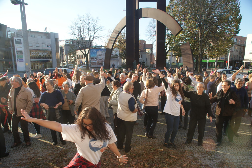 Idosos em flash mob