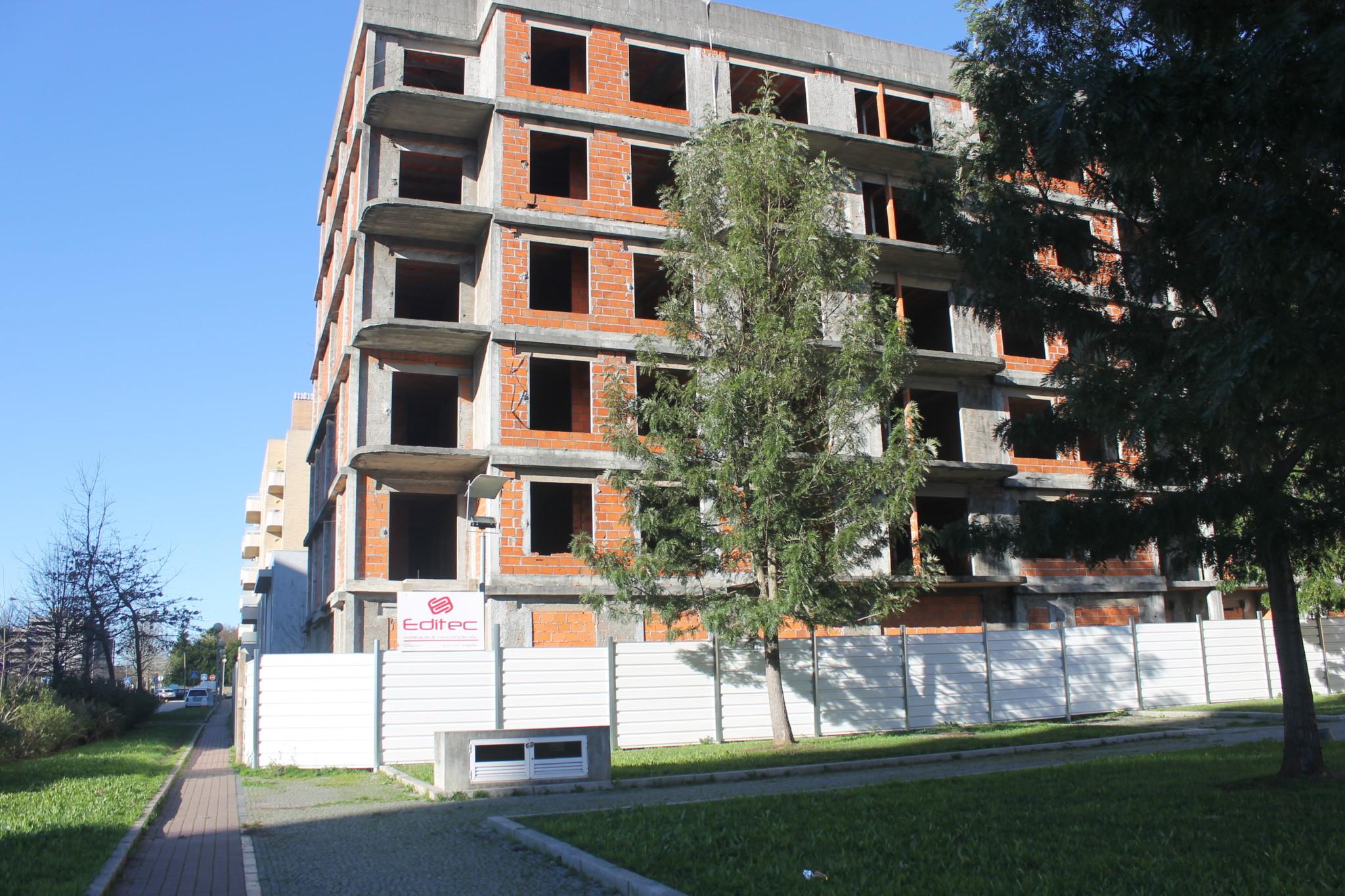 Edifícios inacabados em Valongo