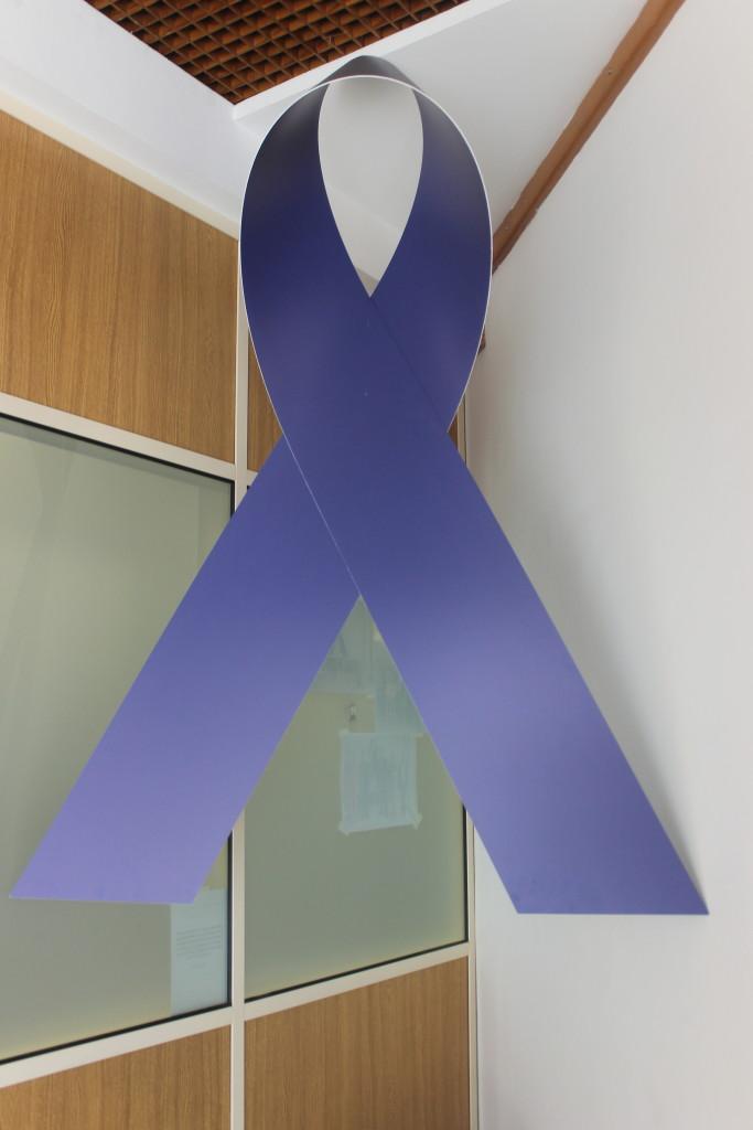 O Laço Azul funciona como um alerta para a luta pela protecção das crianças