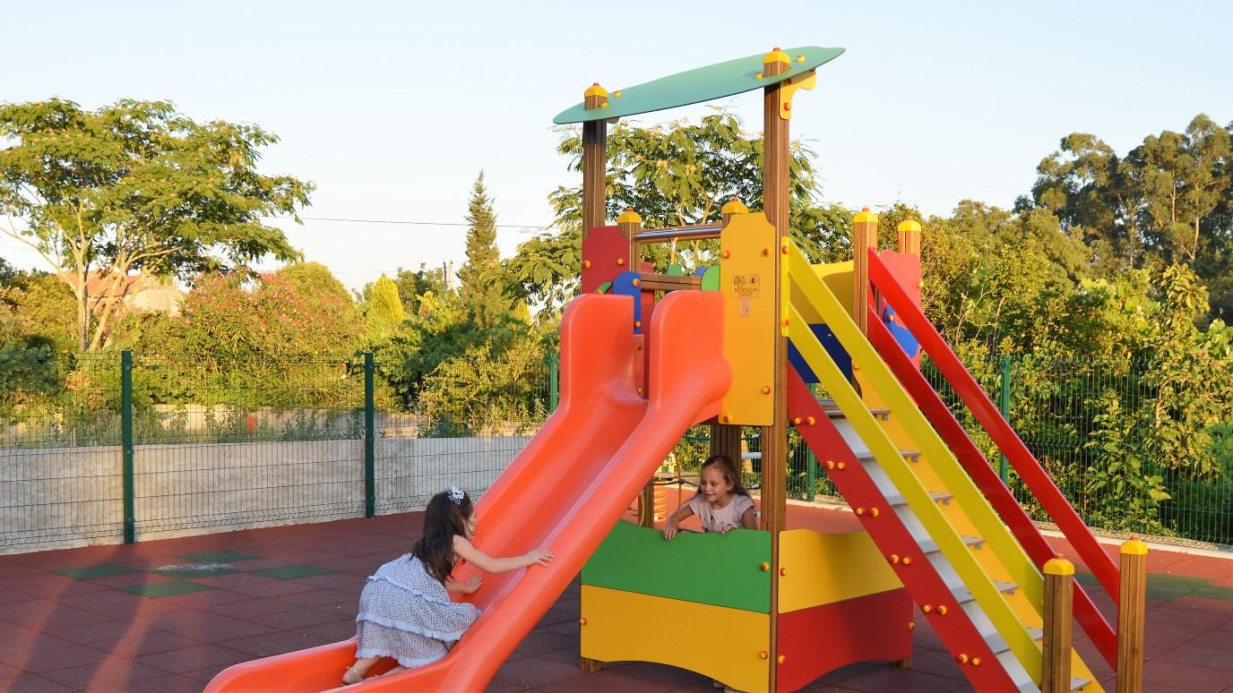 Inaugurado parque de lazer e infantil em cabe a santa - Parque infantil casa ...