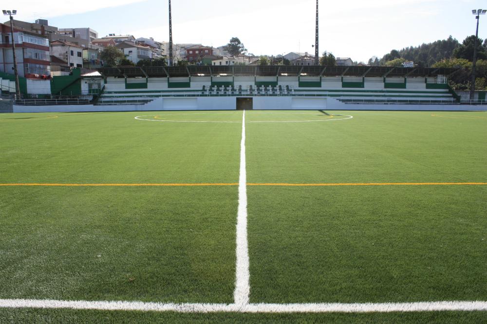 Relvado sintético do Estádio Municipal de Ermesinde inaugurado no ... e91bc72d98884